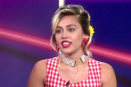Miley-Cyrus-Is-Officially-Ditching-Her-Iconic-Blonde-Hair-–-Teases-a-New-Look