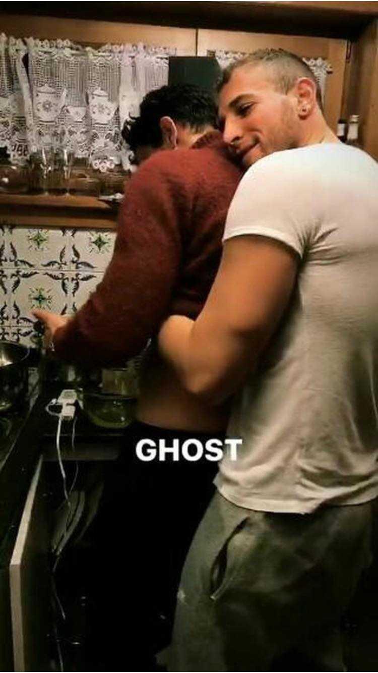 Alex Di Giorgio e Nicolo Mantovani bacio gay (2)