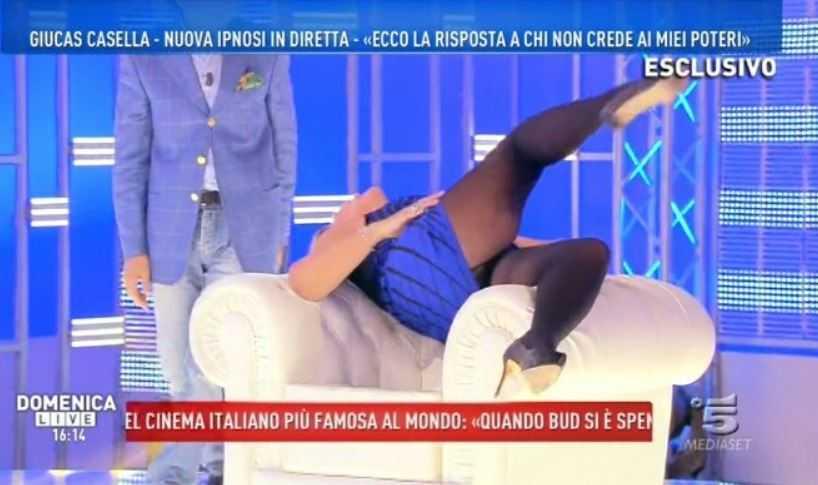 Nadia Rinaldi ipnosi Domenica Live Giucas Casella