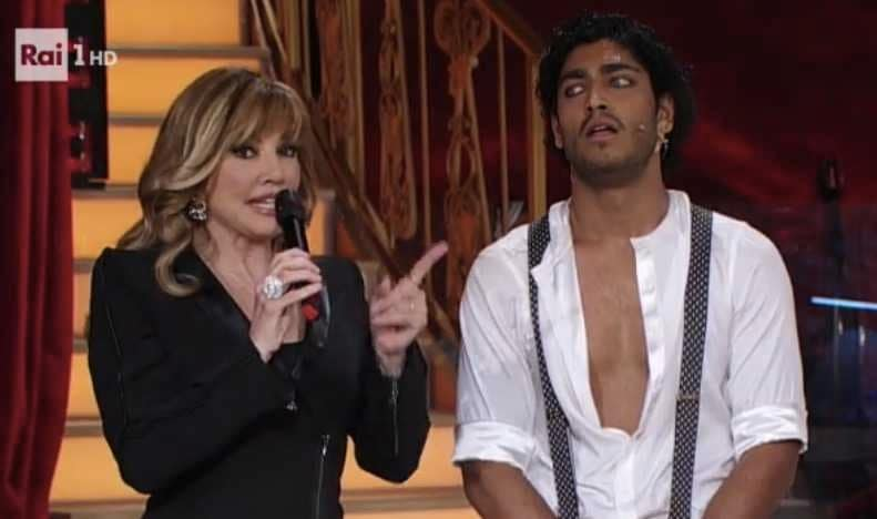 milly carlucci akash kumar video