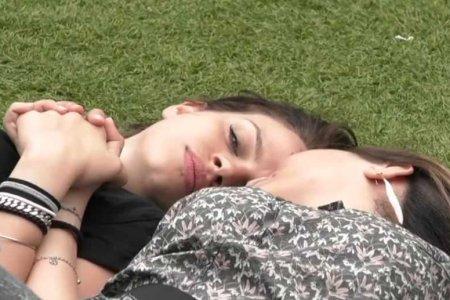 Lucia e Veronica Grande Fratello Bacio