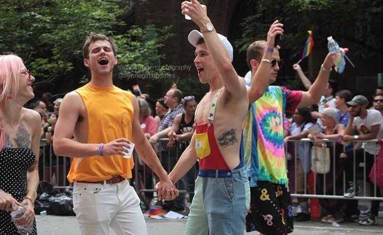 Kate Walsh, Brandon Flynn e Tommy Dorfman Gay Pride (2)