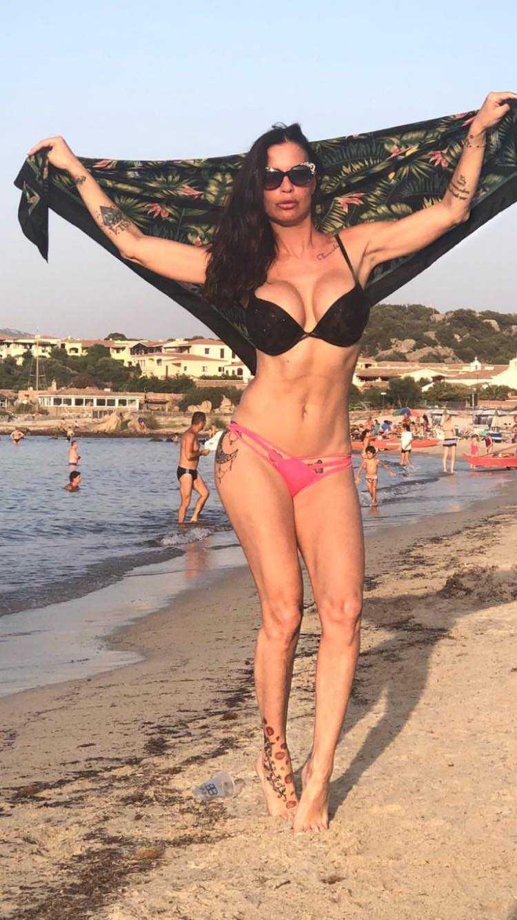 Antonella Mosetti al mare 5