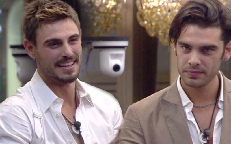 Stefano Sala bacia il suo amico Francesco Monte.