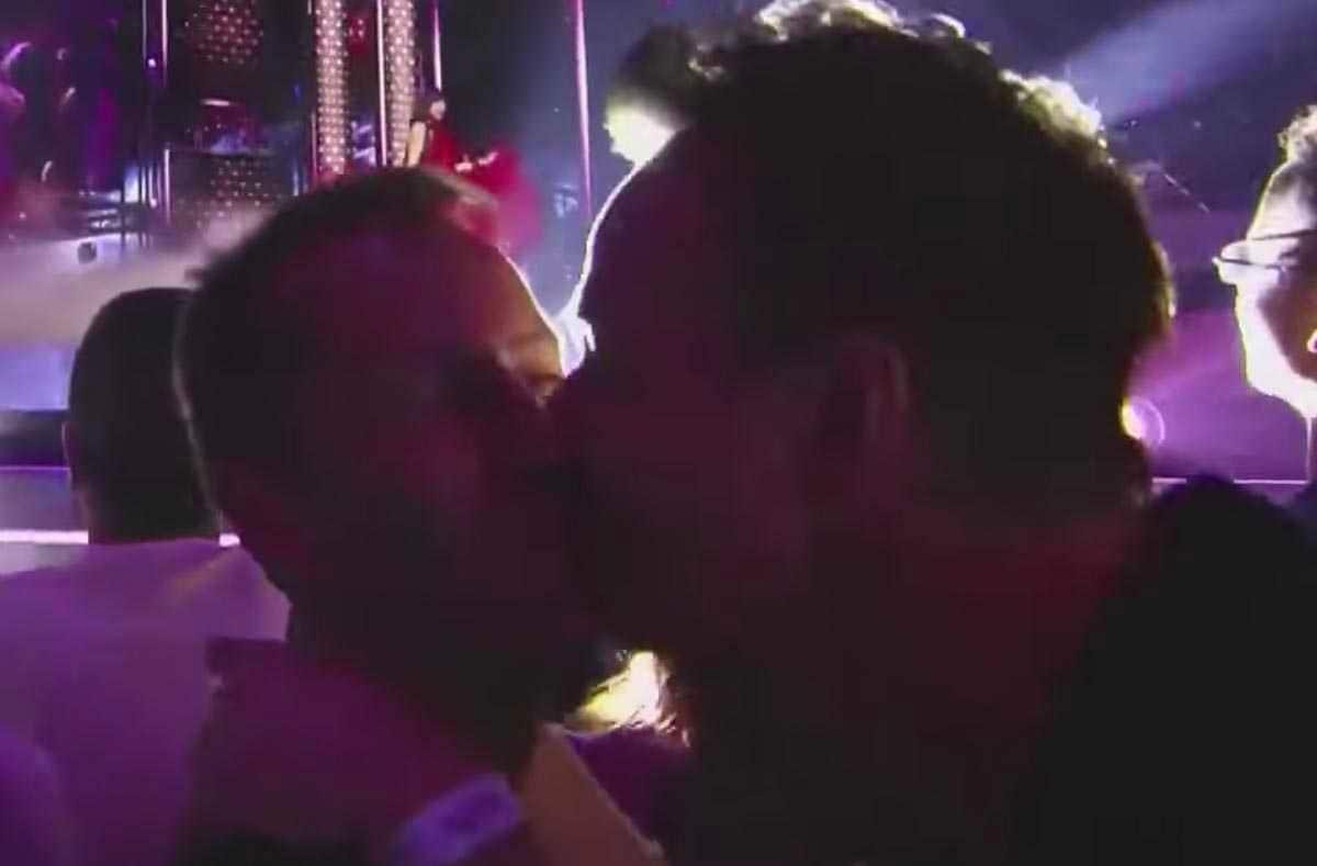 gay bacio eurovision