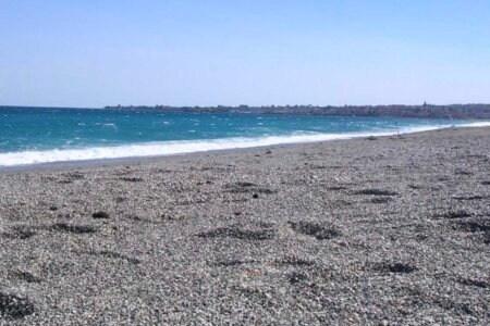 spiaggia mascali catania figlio padre