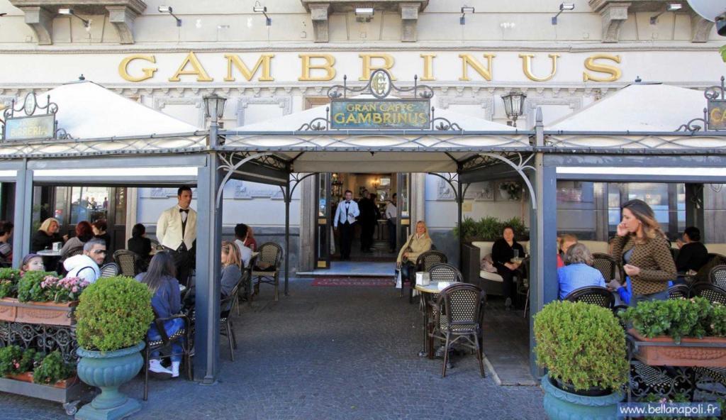 Gambrinus Napoli gay omofobia barista ragazzo