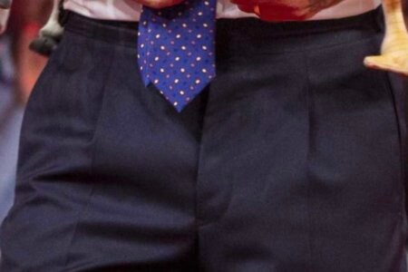 Pantaloni conduttore Rai TReport chi settimanale