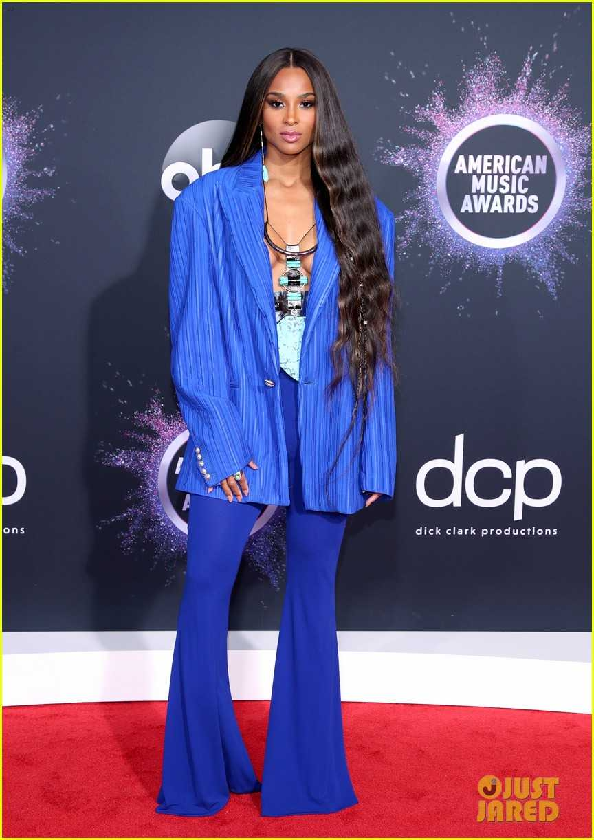 ciara-goes-bold-in-blue-for-amas-05
