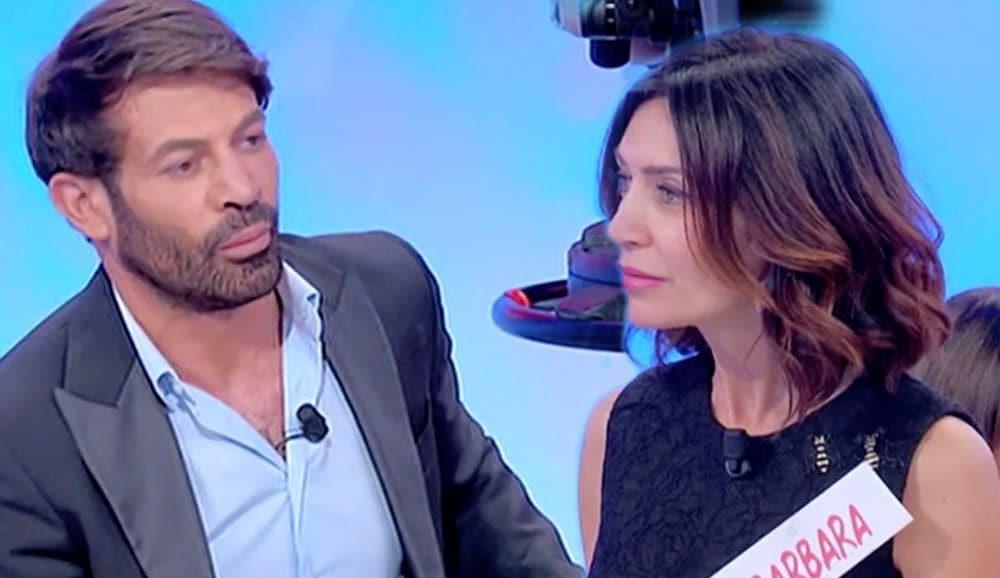 Uomini e Donne: Gianni Sperti risponde alle accuse di ...