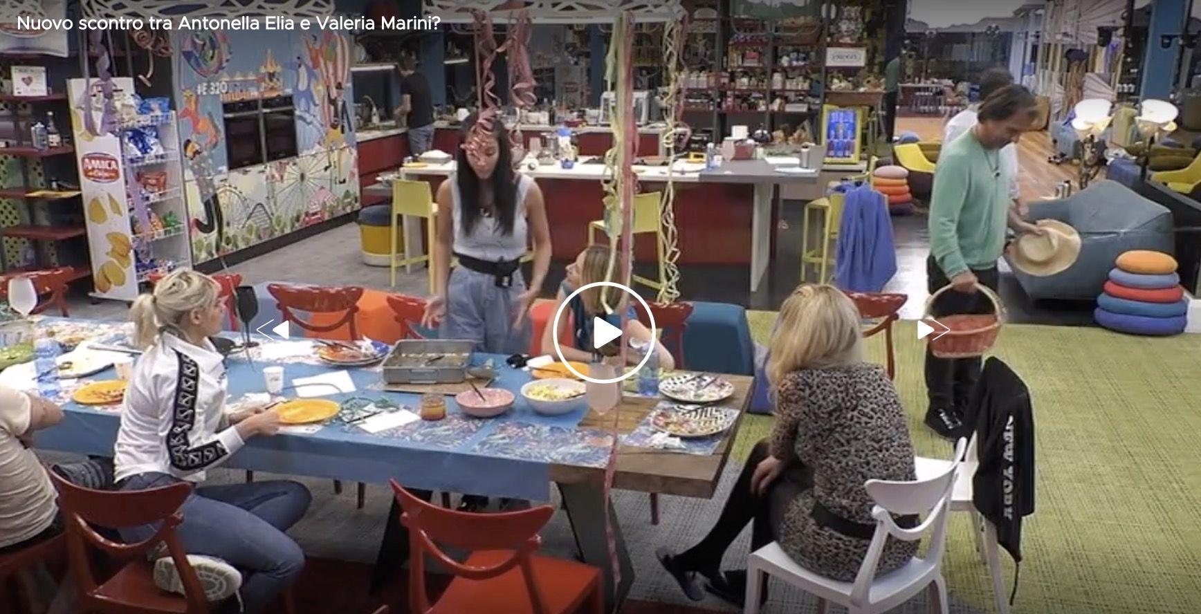 """Valeria Marini e Antonella Elia litigano nella notte: """"Bambo"""