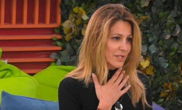 Coronavirus, Adriana Volpe lascia il GF perché un parente è positivo