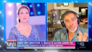 """Barbara d'Urso e Fabio Testi sul set: """"A letto insieme, gli vibrava la mutanda"""""""