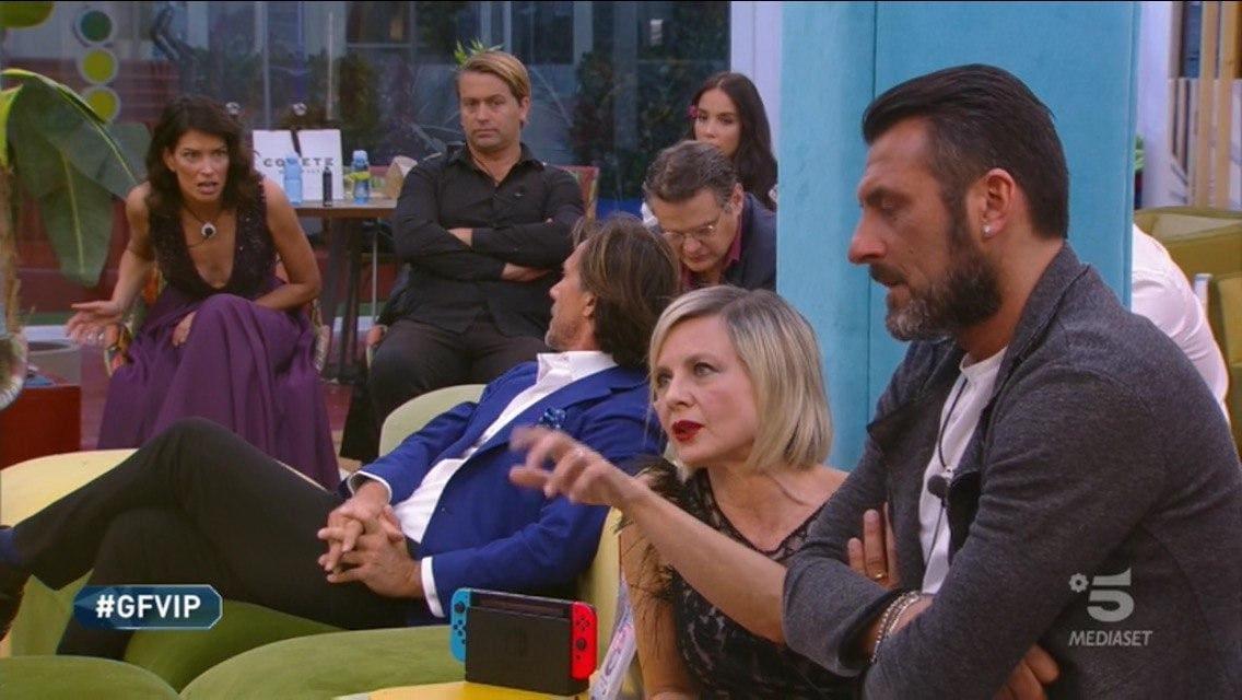 Grande Fratello Vip, Signorini bacchetta Fernanda e Antonella