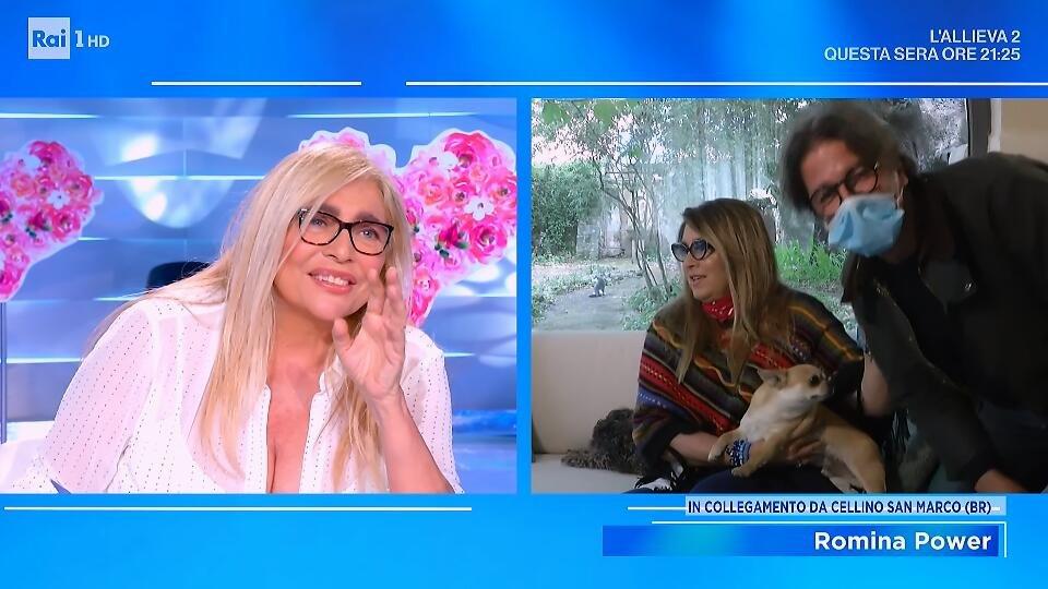 Domenica In, cameraman inciampa in diretta: gag con Mara Venier