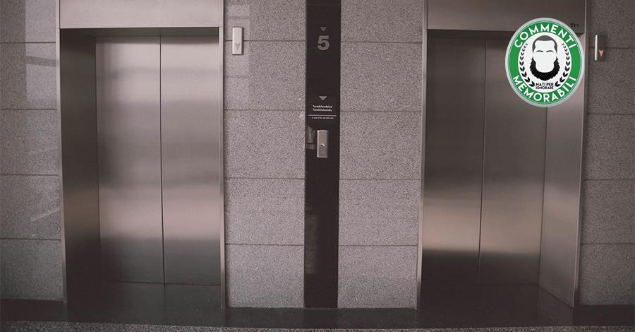 ascensore bambino urina