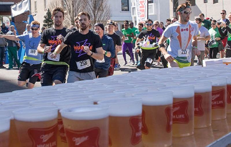 maratona, birra, corsa, atleti