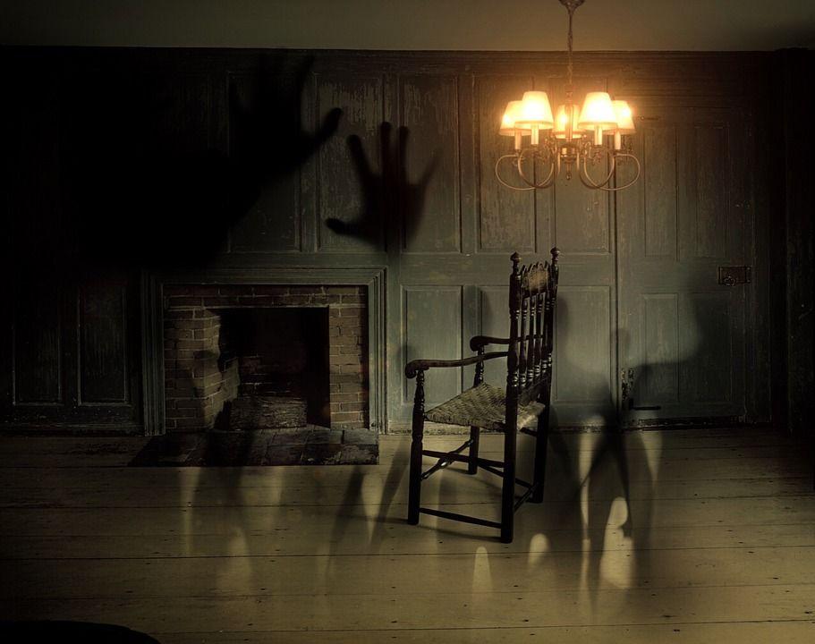La polizia in una casa infestata dai fantasmi