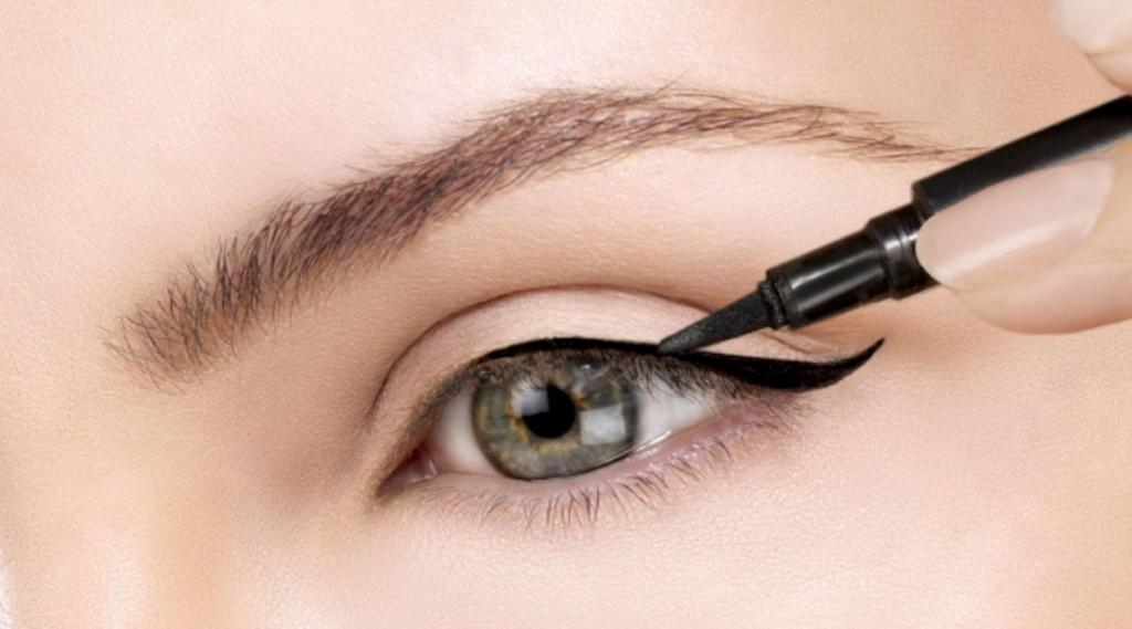 l'eyeliner a prova di incidente d'auto