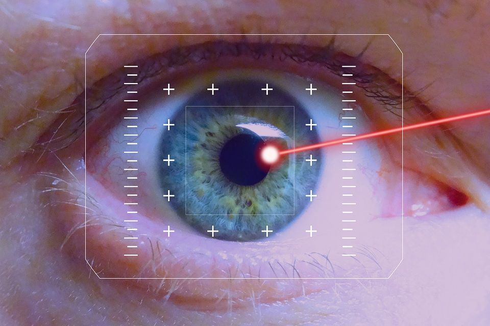 In arrivo le lenti a contatto laser