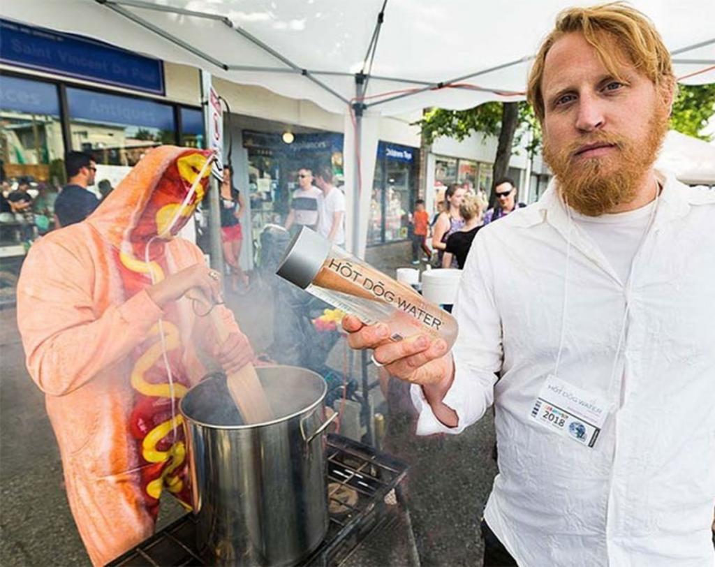 acqua hot dog water vendita successo incredibile commenti memorabili