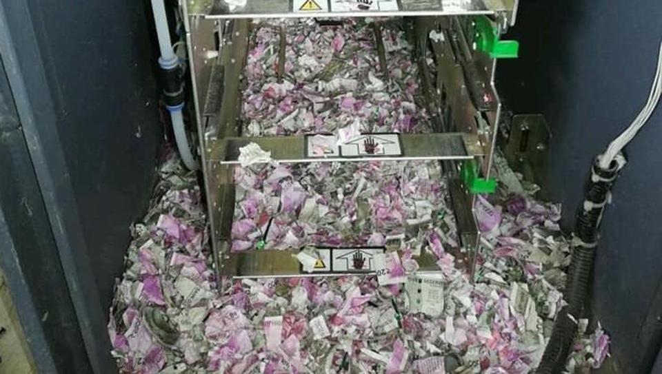 topo distrugge soldi bancomat