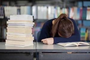 Studentessa senza aria condizionata