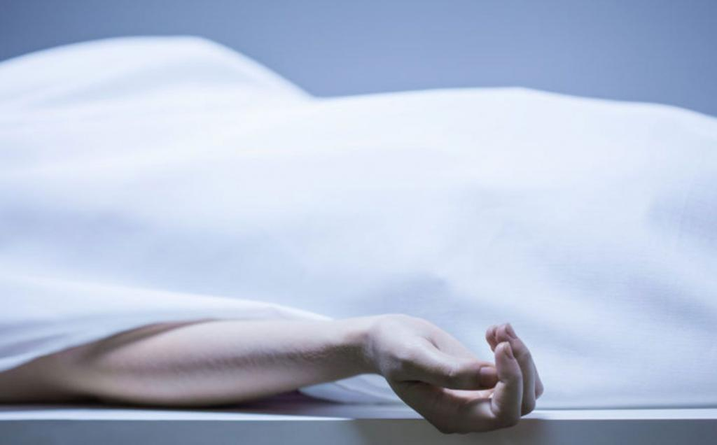 donna trovata viva nel frigo di un obitorio