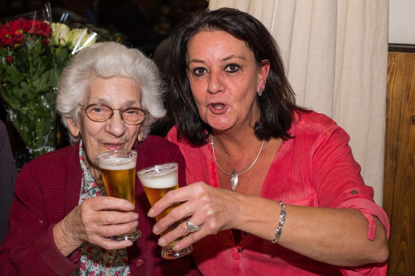 signora beve 22 birre a sera per stare in forma 96 anni