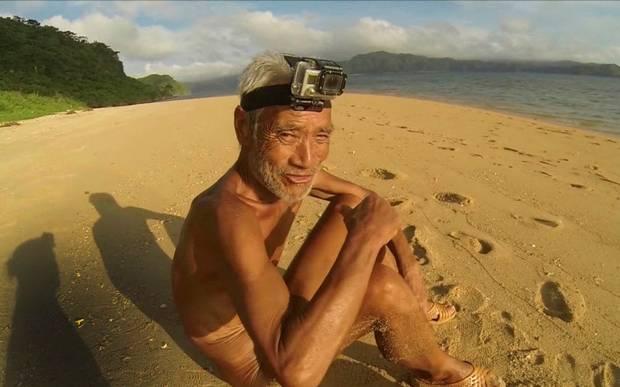 Masafumi Nagasaki eremita giapponese vive da solo isola deserta nudo