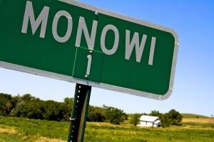 Il cartello di benvenuto di Monowi
