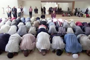 Fedeli musulmani in moschea
