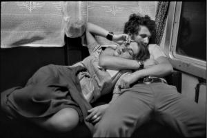 henri-cartier-bresson-in-treno-romania-1975-c2a9-henri-cartier-bresson-magnum-photos-contrasto
