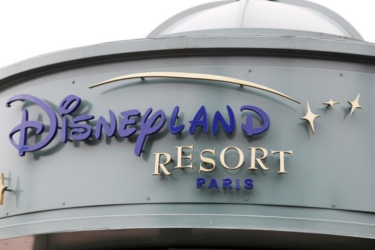 Disneyland Paris prolunga la chiusura per coronavirus a temp