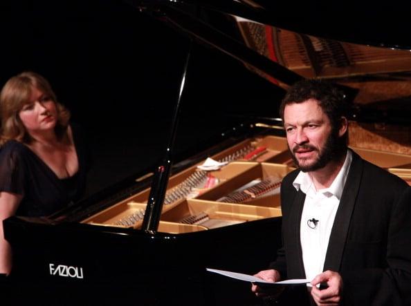L'attore Dominic West recita il Chiaro di Luna con la pianista  Lucy Parham. Arnaud Theatre, 2012