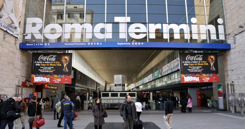 Roma termini immobilizzano e rapinano un uomo alla for Affitto ufficio roma stazione termini