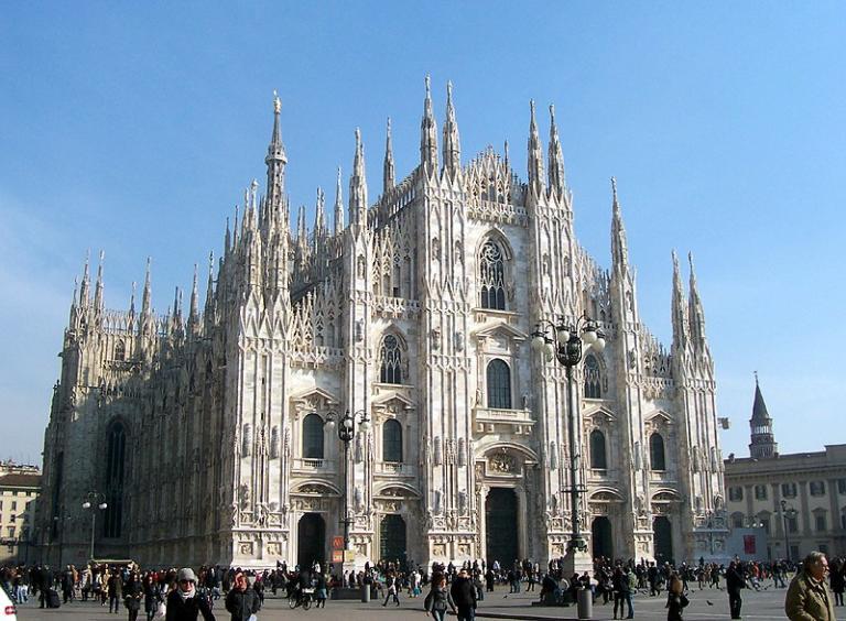 Gli otto minuti di sequestro al Duomo di Milano sotto la minaccia di un coltello