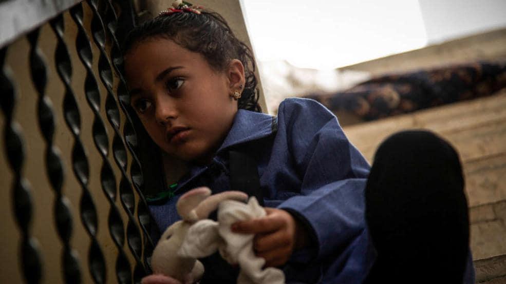 La bambina siriana che balla quando sente gli spari for Citta della siria che da nome a un pino