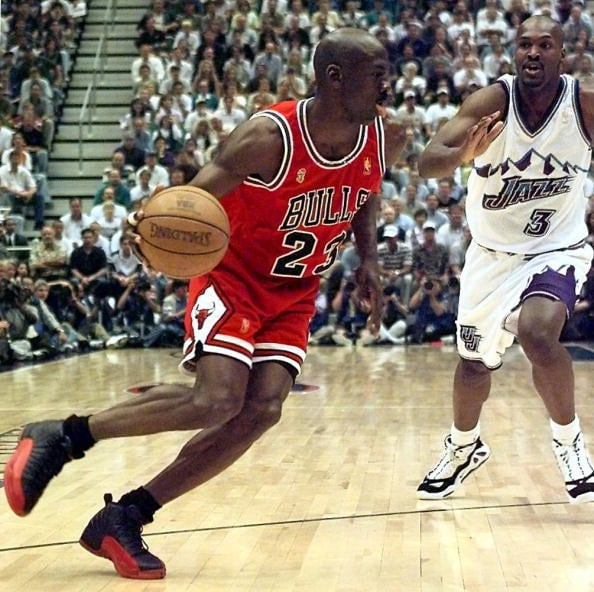 59efa41e2a23f Michael Jordan (L) of the Chicago Bulls goes to th