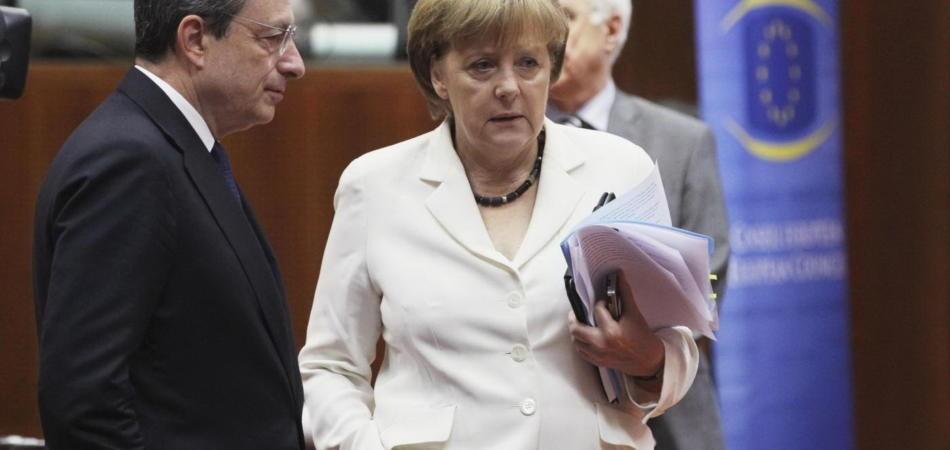 Mario Draghi, il presidente della Bce con Angela Merkel