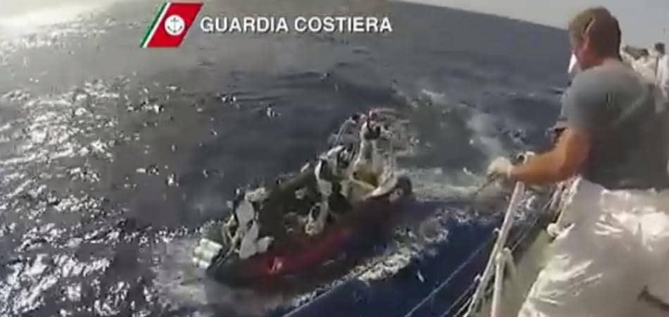 Migranti barcone Canale di Sicilia 700