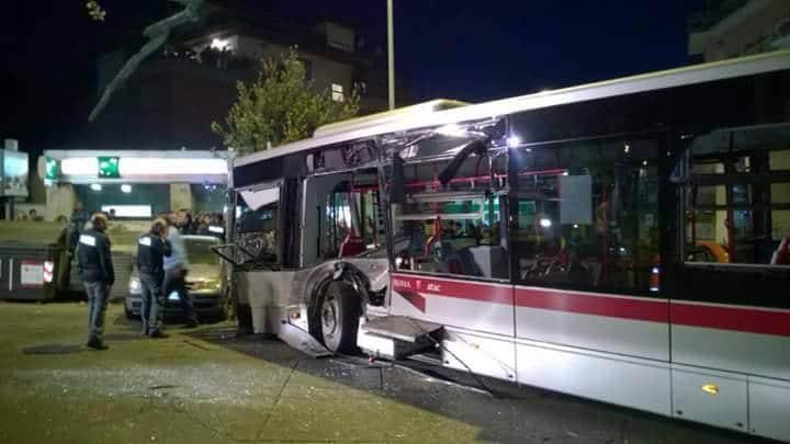 autobus incidentre tram 8