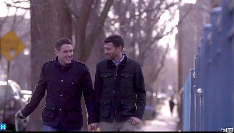 I gay protagonisti del video di Hillary Clinton