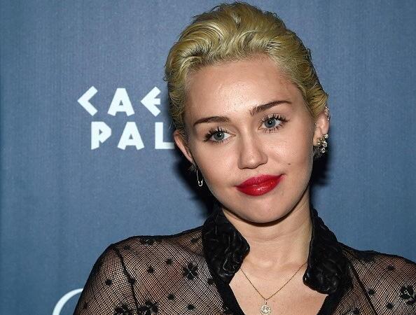 Miley Cyrus in difesa dei gay