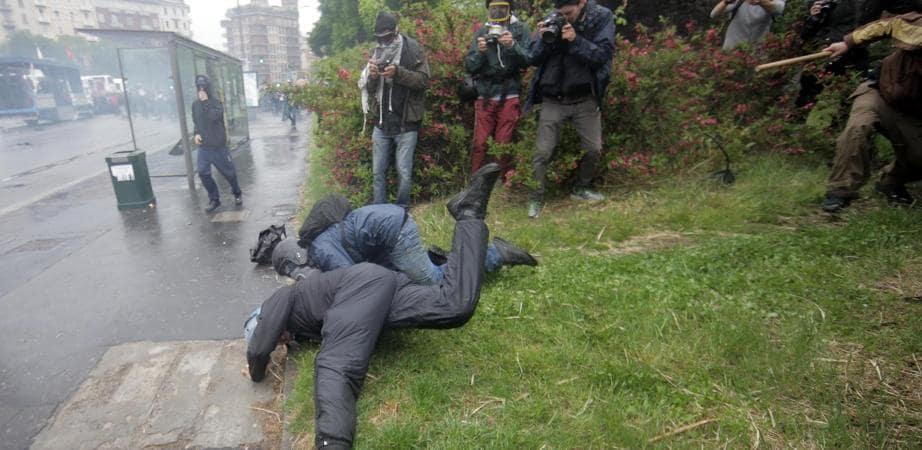 poliziotto picchiato