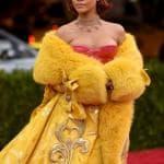 rihanna vestito giallo met gala