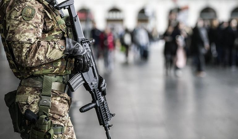 militari aggrediti roma