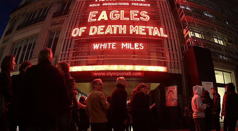 Eagles of Death Metal a Parigi dopo il Bataclan