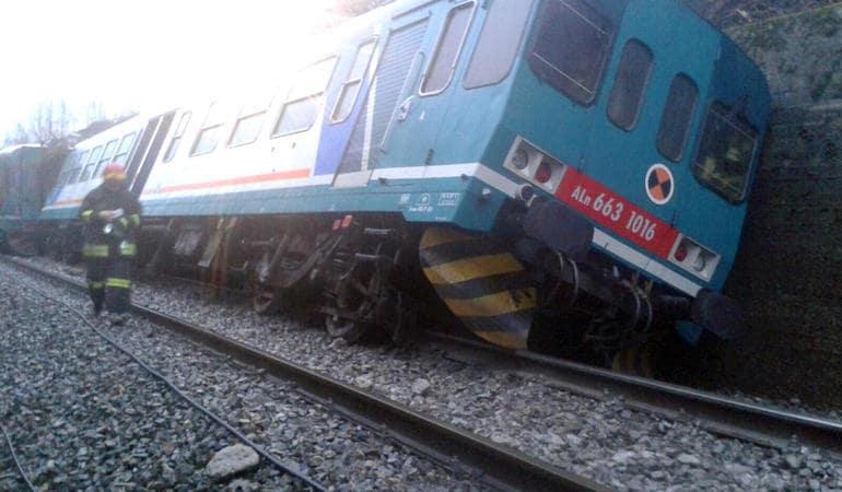 maltempo treno deragliato vittime