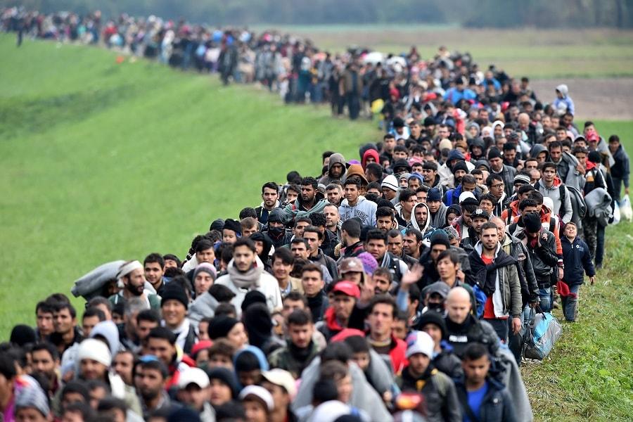 Risultati immagini per marcia migranti